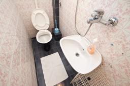 Туалет. Бечичи, Черногория, Бечичи : Апартаменты на 6 персон, 2 отдельные спальни