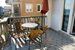 Балкон. Бечичи, Черногория, Бечичи : Апартамент с отдельной спальней и с видом на море