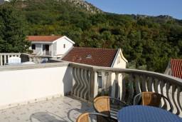 Вид. Бечичи, Черногория, Бечичи : Апартамент с отдельной спальней и с видом на море