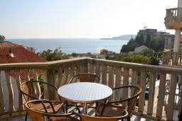 Вид на море. Бечичи, Черногория, Бечичи : Апартамент с отдельной спальней и с видом на море