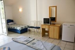 Студия (гостиная+кухня). Бечичи, Черногория, Бечичи : Студия в Бечичи с видом на море