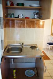 Кухня. Бечичи, Черногория, Бечичи : Студия в Бечичи в 300 метрах от моря