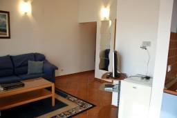 Гостиная. Бечичи, Черногория, Бечичи : Апартамент в Бечичи с видом на море
