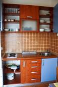 Кухня. Бечичи, Черногория, Бечичи : Апартамент в Бечичи с видом на море