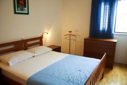 Спальня. Бечичи, Черногория, Бечичи : Апартамент в Бечичи с видом на море