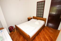Спальня 2. Бечичи, Черногория, Бечичи : Апартаменты для 4-6 человек, c 2-мя отдельными спальнями, с просторной гостиной, с большой террасой с видом на море