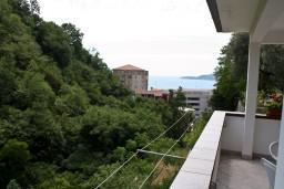 Вид на море. Бечичи, Черногория, Бечичи : Апартаменты для 4-6 человек, c 2-мя отдельными спальнями, с просторной гостиной, с большой террасой с видом на море