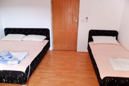 Бечичи, Черногория, Бечичи : Комната на 3 персоны с кондиционером