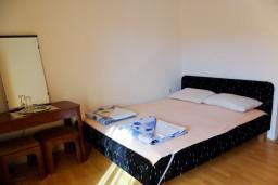 Будванская ривьера, Черногория, Бечичи : Комната на 3 персоны с кондиционером