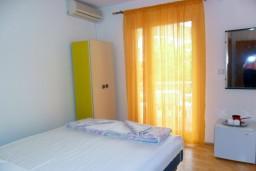 Будванская ривьера, Черногория, Бечичи : Комната на 2 персоны с кондиционером