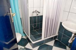 Бечичи, Черногория, Бечичи : Комната на 4 персоны с кондиционером, с видом на море