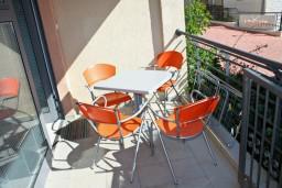 Терраса. Бечичи, Черногория, Бечичи : Студия в Бечичи на первом этаже на вилле с бассейном