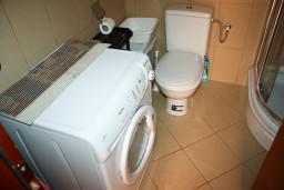Ванная комната. Бечичи, Черногория, Бечичи : Студия в 500 метрах от моря на вилле с бассейном