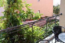 Балкон. Будванская ривьера, Черногория, Бечичи : Студия в 500 метрах от моря на вилле с бассейном