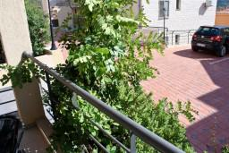 Балкон. Бечичи, Черногория, Бечичи : Студия в 500 метрах от моря на вилле с бассейном