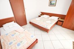 Студия (гостиная+кухня). Бечичи, Черногория, Бечичи : Студия с балконом в 250 метрах от моря