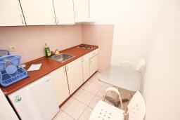 Студия (гостиная+кухня). Бечичи, Черногория, Бечичи : Студия в 250 метрах от моря