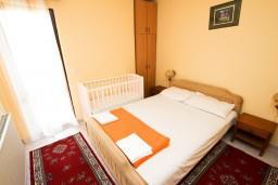Спальня 2. Будванская ривьера, Черногория, Пржно : Апартаменты на 4-6 персон, 2 спальни, 50 метров от пляжа