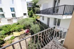 Балкон. Будванская ривьера, Черногория, Пржно : Апартаменты на 4-6 персон, 2 спальни, 50 метров от пляжа