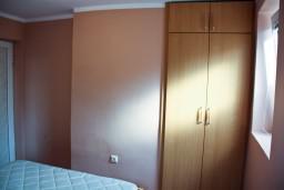 Спальня 2. Будванская ривьера, Черногория, Пржно : Апартаменты на 4 персоны, 2 спальни, 60 метров от пляжа