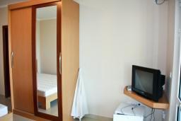 Будванская ривьера, Черногория, Пржно : Комната на 2 персоны с видом на море, 30 метров от пляжа