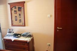 Спальня. Будванская ривьера, Черногория, Пржно : Апартаменты на 5 персон, 3 спальни, 20 метров от пляжа
