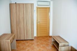 Спальня 2. Будванская ривьера, Черногория, Пржно : Апартаменты на 6 персоны, 3 спальни, 50 метров от пляжа