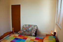 Спальня. Будванская ривьера, Черногория, Каменово : Апартаменты для 4-5 человек, с отдельной спальней, с балконом с видом на море