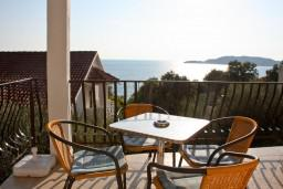 Вид на море. Будванская ривьера, Черногория, Каменово : Апартаменты для 4-5 человек, с отдельной спальней, с балконом с видом на море