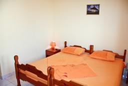 Гостиная. Будванская ривьера, Черногория, Каменово : Апартаменты для 4-5 человек, с отдельной спальней, с балконом с видом на море