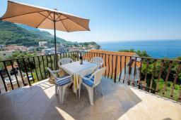 Балкон. Будванская ривьера, Черногория, Каменово : Апартамент с отдельной спальней, с балконом с видом на море