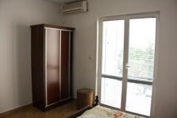 Спальня. Будванская ривьера, Черногория, Каменово : Апартамент с видом на море, 100 метров от пляжа