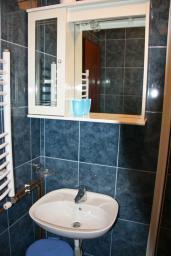 Ванная комната. Будванская ривьера, Черногория, Каменово : Апартамент с видом на море, 100 метров от пляжа