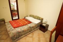 Спальня 2. Будванская ривьера, Черногория, Каменово : Апартамент на 4-6 персоны, с 2-мя отдельными спальнями, с балконом с видом на море