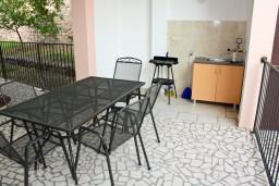 Терраса. Будванская ривьера, Черногория, Каменово : Апартамент на 4-6 персоны, с 2-мя отдельными спальнями, с балконом с видом на море