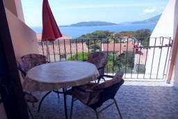 Балкон. Будванская ривьера, Черногория, Каменово : Апартамент на 4-6 персоны, с 2-мя отдельными спальнями, с балконом с видом на море