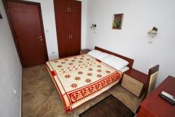 Спальня. Будванская ривьера, Черногория, Каменово : Люкс апартамент для 4-6 человек, с 2-мя спальнями и полностью оборудованной кухней