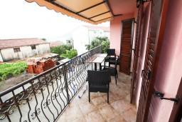 Балкон. Будванская ривьера, Черногория, Каменово : Люкс апартамент для 4-6 человек, с 2-мя спальнями и полностью оборудованной кухней