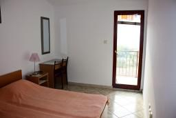 Спальня. Будванская ривьера, Черногория, Каменово : Апартаменты на 4 персоны, 2 спальни, с видом на море