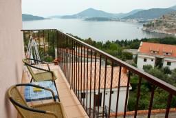 Балкон. Будванская ривьера, Черногория, Каменово : Апартаменты на 4 персоны, 2 спальни, с видом на море