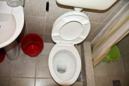Ванная комната. Будванская ривьера, Черногория, Каменово : Апартаменты на 4 персоны, 2 спальни, с видом на море