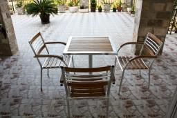 Терраса. Будванская ривьера, Черногория, Каменово : Апартамент на 3 персоны, с 2 спальнями, с большой террасой