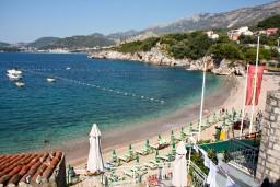 Вид на море. Будванская ривьера, Черногория, Пржно : Апартаменты на 6 персон, 3 спальни, с видом на море, 10 метров от пляжа