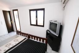 Студия (гостиная+кухня). Будванская ривьера, Черногория, Каменово : Студия с террасой с шикарным видом на море, 150 метров от пляжа