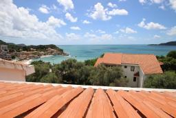 Вид на море. Будванская ривьера, Черногория, Каменово : Студия с террасой с шикарным видом на море, 150 метров от пляжа