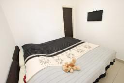 Спальня. Будванская ривьера, Черногория, Каменово : Апартамент с отдельной спальней, 150 метров от пляжа