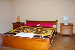 Спальня 2. Будванская ривьера, Черногория, Святой Стефан : Отдельный дом с двумя апартаментами в районе Святого Стефана