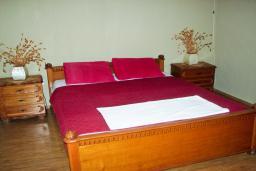 Спальня 3. Будванская ривьера, Черногория, Святой Стефан : Отдельный дом с двумя апартаментами в районе Святого Стефана