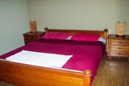 Спальня 4. Будванская ривьера, Черногория, Святой Стефан : Отдельный дом с двумя апартаментами в районе Святого Стефана