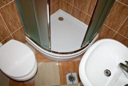Ванная комната. Будванская ривьера, Черногория, Святой Стефан : Комната на 2 персоны с видом на море